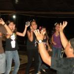 animando en el karaoke